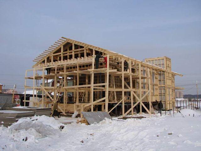 Строительство может идти, как летом, так и зимой