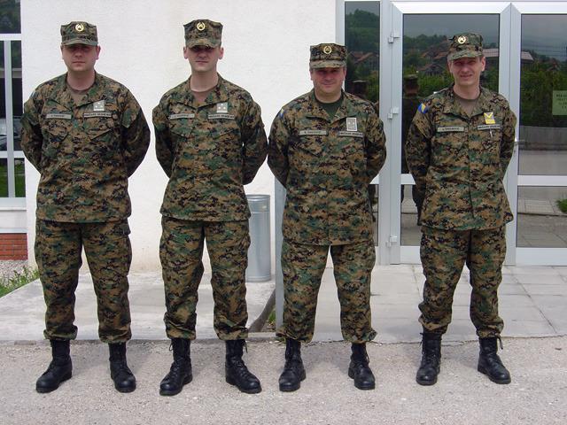 Многих привлекает не воинская служба