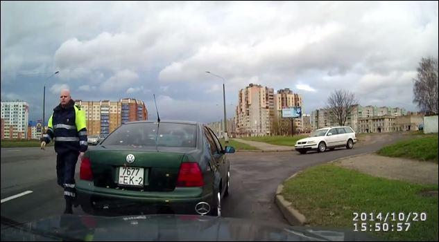Решением областного суда инспектор-матерщинник освобождён от занимаемой дол ...