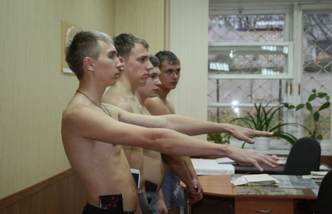 В Новополоцке врач-рентгенолог за приличное вознаграждение помог откосить от армии