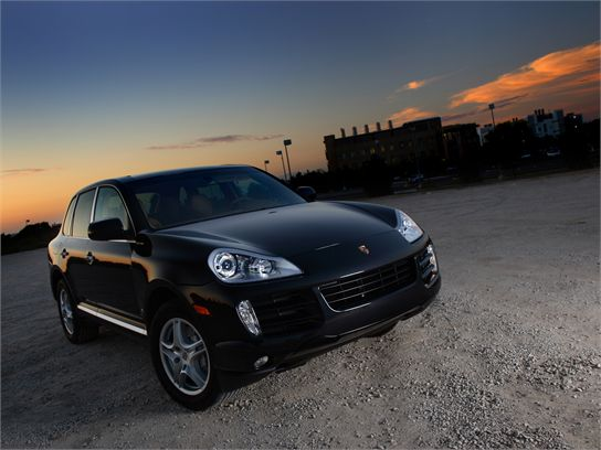 Двое полочан убрали с «Porsche Cayenne» «лишние» детали