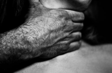 Житель Новополоцка задушил свою супругу и напал на дочь