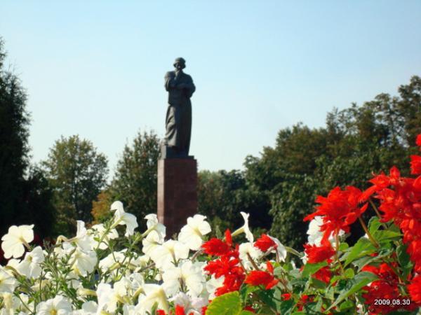 Разрушается памятник Франциску Скорине в Полоцке