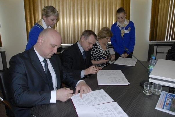 На заседании Совета директоров Новополоцка подписано трехстороннее соглашен ...