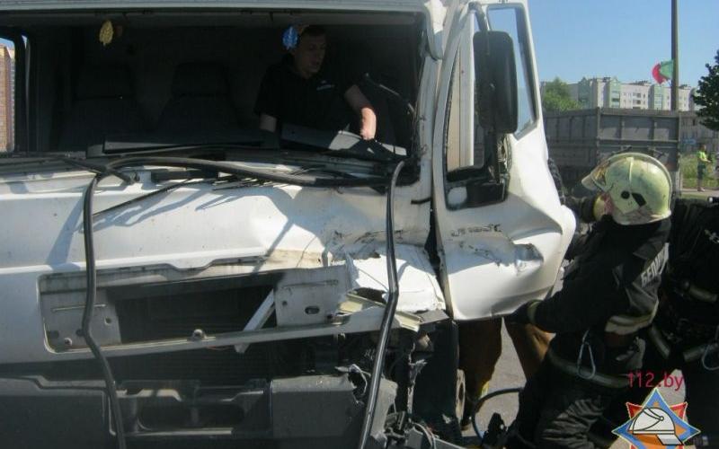 Пострадавший в ДТП на Богдановича водитель спасен сотрудниками МЧС