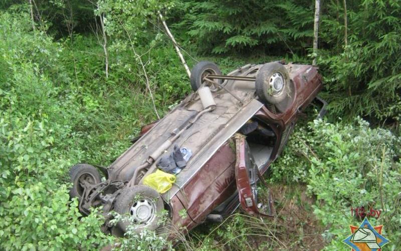 Заблокированную в автомобиле новополочанку спасли сотрудники МЧС