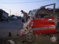 В Костюковичах 19-летний водитель протаранил стену и едва не погиб