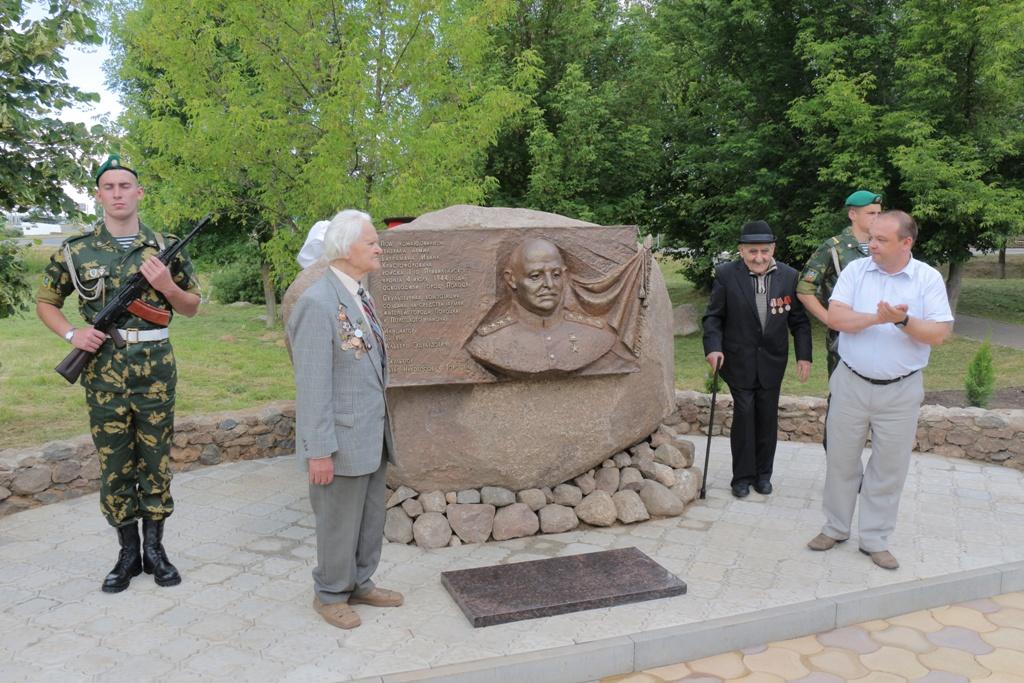 В Полоцке торжественно открыли обелиск воинам