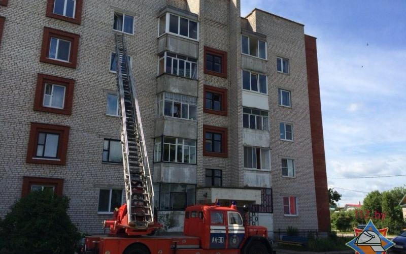 Мать 4-летнего малыша снятого полоцкими спасателями с окна 5 этажа привлеку ...