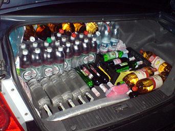 Более 800 литров алкоголя на три автомобиля