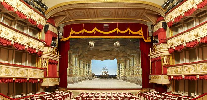 Преимущества покупки билетов в театры Москвы