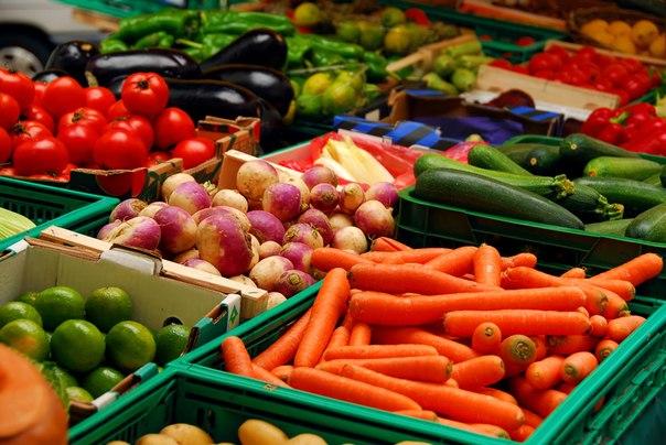 В Полоцке оштрафован предприниматель торгующий овощами и фруктами без докум ...