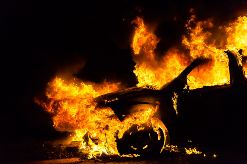 Ранним утром в Полоцке загорелись сразу три автомобиля