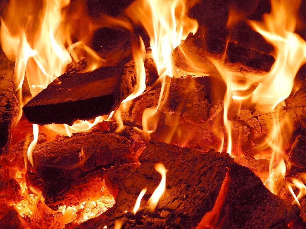 В субботу в Полоцке сгорела баня, в Новополоцке легковой автомобиль