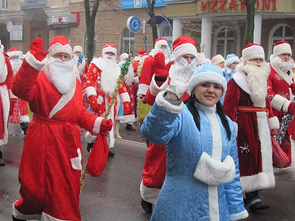 Полоцкие педагоги стали лучшими Дедом Морозом и Снегурочкой области