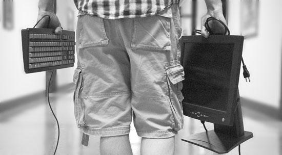 «Знакомый» побывавший в гостях у полоцкой пенсионерки ушел вместе с компьют ...