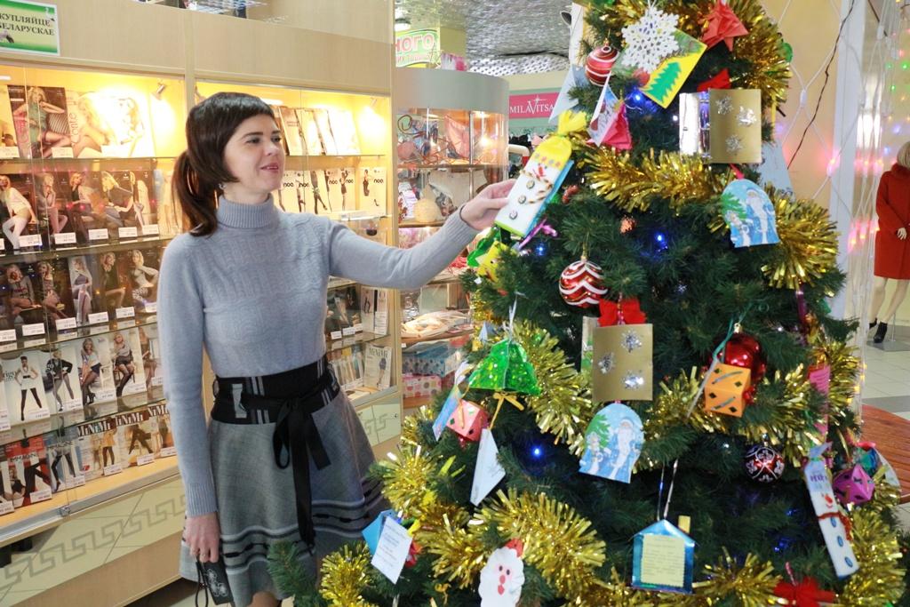 Полоцкий «Дом торговли» радует жителей широким ассортиментом новогодних тов ...