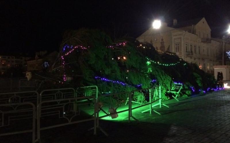 В Полоцке обрушилась главная городская елка