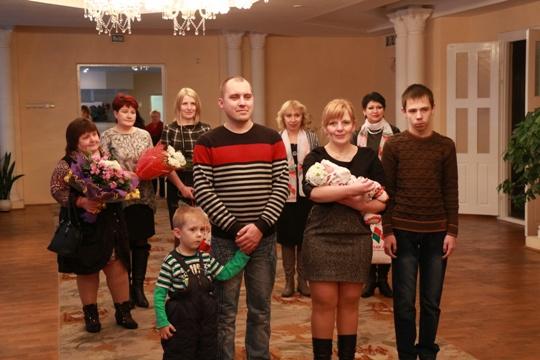 Полоцк поздравляет своего тысячного жителя родившегося в этом году