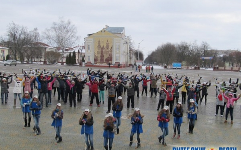 «Полоцк-Стекловолокно» провел рекламный флешмоб со скандинавской ходьбой