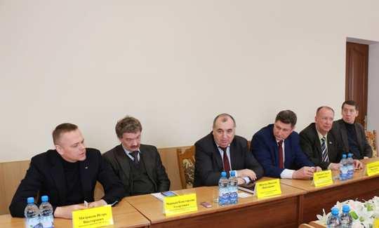 В Полоцком райисполкоме провели встречу с китайскими, норвежскими и российс ...