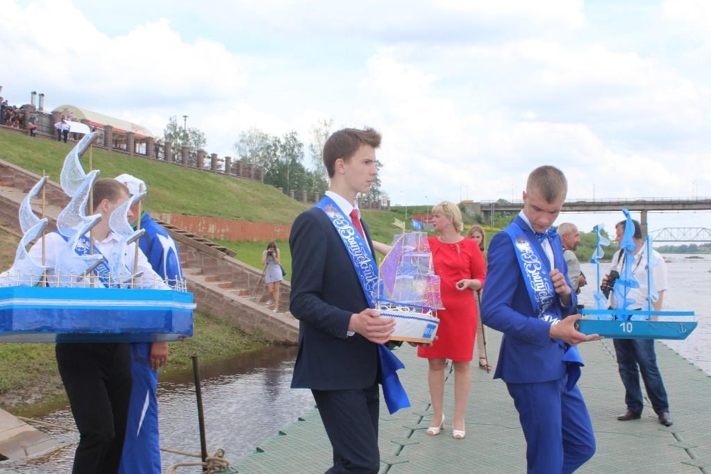 Полоцкие выпускники встретились на стадионе