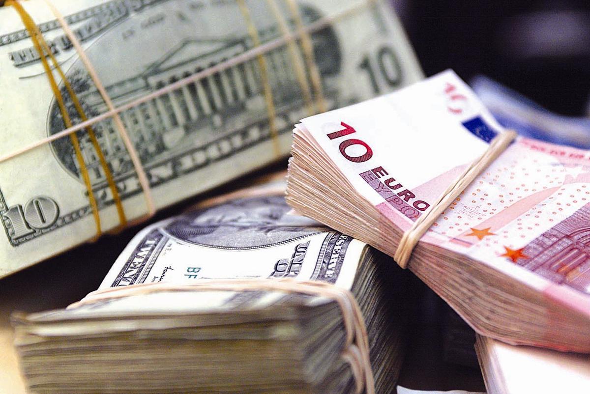 За нарушение порядка проведения валютных операций задержано двое полочан