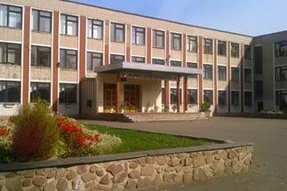 От пьянства и ссор молодежи пострадали окна в двух школах Новополоцка