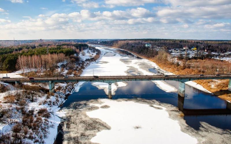 19-летний полочанин прыгнул с Калининского моста через реку Западная Двина
