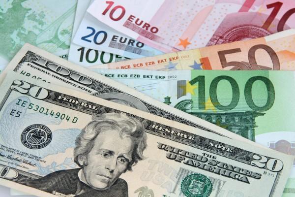 На торгах доллар вновь подешевел