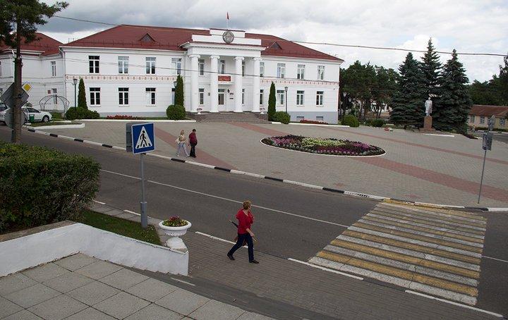В Браславе облили красной краской памятник Ленину