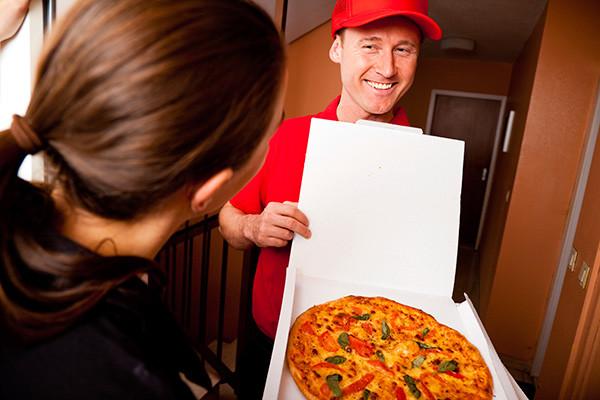 А не заказать ли нам пиццу на вечер?!